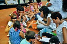 """Laboratorio di lettura sensoriale """"Leggere senza leggere"""" nell'ambito della manifestazione Ricomincio dai Libri, tenutasi a San Giorgio a Cremano (NA) il 20 e 21 Settembre 2014 . #lalibreriaditutti #iocistolibreria #leggerecoibambini #sangiorgioacremano #ricominciodailibri #italy"""