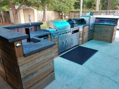Outdoor kitchen build with lots of great ideas #modernpoolbig