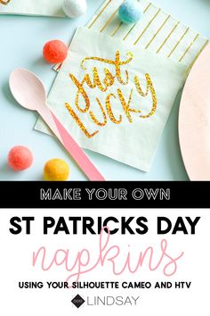 Make your own custom napkins using your Silhouette Cameo and some HTV. Turn ordinary napkins into a stunning focal point of your table setting. Easy Craft Projects, Easy Diy Crafts, Craft Tutorials, Fun Crafts, Vinyl Projects, Creative Crafts, Paper Folding Crafts, Diy Paper, Paper Crafts