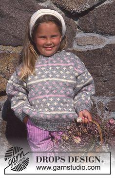 DROPS Nordisk genser med knapp på skulderen i Alaska Baby Knitting Patterns, Crochet Cowl Free Pattern, Knitting For Kids, Free Knitting, Knit Crochet, Toddler Sweater, Knit Baby Sweaters, Drops Design, Magazine Drops