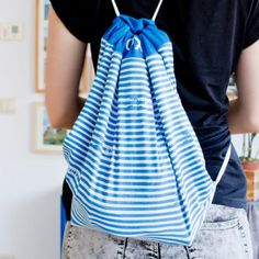 Top to Backpack Upcycling Upcycle an old top into a hipster backpack - it's easy! Hipster Backpack, Altering Clothes, Craft Bags, It's Easy, Ipad Case, Drawstring Backpack, Free Pattern, Crafting, Inspire
