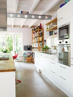 Luminous white kitchen