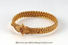 Gold Antique Kada Bangle From Amarsons ~ South India Jewels Gold Bangles For Women, Gold Bangles Design, Gold Earrings Designs, Gold Jewellery Design, Silver Bracelets, Bangle Bracelets, Gold Wedding Jewelry, Gold Jewelry Simple, Silver Jewelry