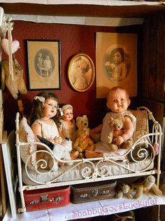 Old dolls and bears, waiting to be adopted... www.etsy.com/shop/ShabbyGoesLucky Victorian Dolls, Vintage Dolls, Girl Dolls, Baby Dolls, Doll Display, Reborn, Vintage Nursery, Bear Doll, Old Dolls