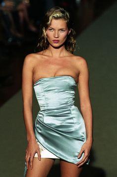 Kate Moss au défilé Chloé printemps-été 1998