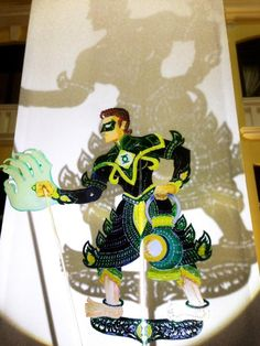 Green Lantern shadow puppet DC comic shadow puppet series by Fusion Wayang Kulit Fusion Wayang Kulit, a team from Malaysia founded by Tintoy Chuo & Take Huat teams up with Mr.Pak Dain: the 13th accredited Tok Dalang (Master Puppeteer) of the Kelantan Traditional Malay Shadow Play, to revive this drying traditional art by merging it with fusion element & enhancing it with various multimedia components.