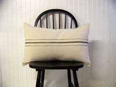 grainsack pillow cover - black stripe - canvas - vintage style - farmhouse - lumbar - rustic - rustic pillow de JenniferHeleneHome en Etsy https://www.etsy.com/es/listing/67194577/grainsack-pillow-cover-black-stripe