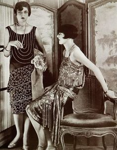Jan 1927 - Evening gowns by Blanche Lebouvier, Les Modes - Photo by G. 1920 Style, Style Année 20, Flapper Style, Flapper Girls, 1920s Flapper, Flappers 1920s, Retro Mode, Mode Vintage, Vintage Ladies