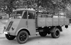 French Army, Sidecar, Ambulance, Old Trucks, Military Vehicles, World War, Wwii, Vintage Cars, France
