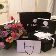 Chanel fashion in 2019 luxury lifestyle fashion, luxury living, luxury life Birthday Goals, Girl Birthday, Maquillage Kendall Jenner, Carrie, Luxury Lifestyle Fashion, Luxe Life, Girl House, Bts, Makeup Blog
