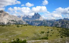 Sullo sfondo le Tre Cime viste dal Picco Vallando