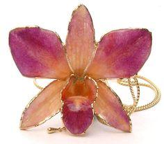 orchidee fiori veri in resina di rachele falvo e sante Imbrogno art jewels su DaWanda.com Resin Crafts, Resin Art, Diy And Crafts, Arts And Crafts, Resin Jewelry, Insects, Epoxy, Flowers, Tutorial