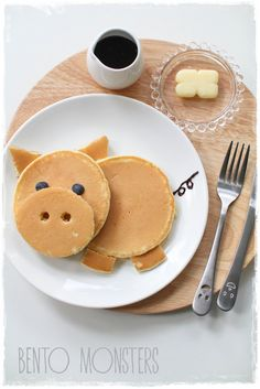 They serve a really cute piggy pancake, which I recreat. Cute Food, Good Food, Yummy Food, Food Crafts, Diy Food, Food Ideas, Comida Picnic, Food Art For Kids, Cute Desserts