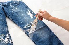 Fashion DIY: Transform Your Old Jeans Into Cute Cherry Blossom Boyfriend Jeans Refaçonner Jean, Jean Diy, Jeans Refashion, Diy Clothes Refashion, Diy Jeans, Blake Lively Boyfriend, Boyfriend Jeans, Diy Clothes Rack, Diy Vetement