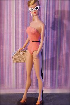 Some cheesecake for you today! Barbie is wearing a vintage Mattel swimsuit Play Barbie, Vintage Barbie Dolls, Barbie World, Mattel Barbie, Barbie And Ken, Vintage Toys, Celebrity Barbie Dolls, Barbies Pics, Barbie Cake