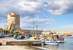 Scorci di Marciana Marina luoghi dell'Isola d'Elba che ricordo con piacere. State ancora cercando l'#essenzadiunisola? Fino a fine mese c'è ancora tempo! #acquadellelba