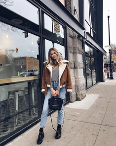 138 cool winter outfit for street style that you must try – page 35 Stylish Winter Outfits, Fall Winter Outfits, Autumn Winter Fashion, Style Converse, Converse Outfits, Booties Outfit, Comfortable Fashion, Comfortable Outfits, Paris Outfits