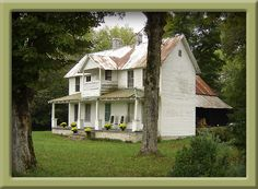 when I win the lottery... I'll restore a house like this, wrap that porch around and have a veggie garden!