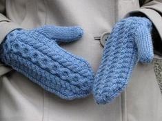 Ravelry: Musica pattern by Lilia Mankki Knit Mittens, Knitted Gloves, Fingerless Gloves, Wrist Warmers, Hand Warmers, Hand Knitting, Knitting Patterns, Knit Or Crochet, Design Trends