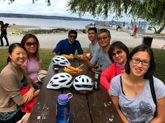 The bike crew stopping for some fish and chips at second beach 🌊☀️#samesunvancouver #biketour #stanleypark #lostlagoon #secondbeach #rosegardens #backpacking #tours