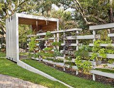 Insynsskydd av planteringslådor på höjden