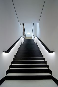 Today's emphasis? The stairs! Here are 26 inspiring ideas for decorating your stairs tag: Painted Staircase Ideas, Light for Stairways, interior stairway lighting ideas, staircase wall lighting. Staircase Handrail, Painted Staircases, Painted Stairs, Modern Staircase, Staircase Ideas, Handrail Ideas, Staircase Remodel, Banister Ideas, Staircase Landing