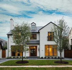 The modern farmhouse style isn't just for rooms. The farmhouse exterior design totally reflects the whole style of the home and the family tradition also. Modern Farmhouse Design, Modern Farmhouse Exterior, Modern Cottage Style, French Exterior, Farmhouse Front, Farmhouse Decor, Future House, Design Exterior, Stucco Exterior