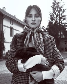 The November 2017 issue of Harper's Bazaar Czech heads to the countryside for this dreamy fashion editorial. Photographed by Andreas Ortner, models Eliza R Fashion Shoot, Editorial Fashion, Fashion Top, Modern Fashion, Vintage Fashion, 1950s Fashion, Vintage Clothing, Art Quotidien, Head Scarf Tying