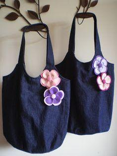 Flor de Retalho: Bolsas Jeans Blue Jean Purses, Denim Purse, Embroidery Bags, Quilted Handbags, Old Jeans, Recycled Denim, Fabric Bags, Cute Bags, Fashion Bags