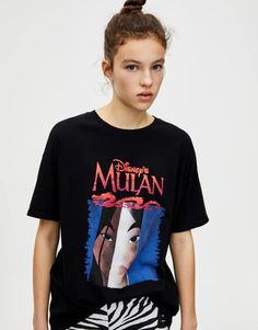 T-shirt noir Mulan - pull&bear Disney World Outfits, Pull & Bear, Chic Black Outfits, Geile T-shirts, T Shirt Noir, Funny Outfits, Spring Shirts, My T Shirt, Pulls