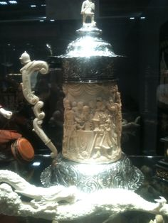 Tremendous and valuable top quality finely carved  ivory  tank  c.a Middle '700 - - call Danilo 0039 335 6815268