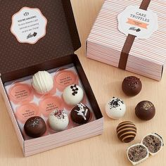From sweet and salty lovers to chocolate and vanilla purists, this is a gift… Chocolate Gifts, Chocolate Box, Chocolate Dipped, Chocolate Truffles, Chocolate Chip Cookie Dough, Dessert Packaging, Bakery Packaging, Cookie Packaging, Packaging Ideas