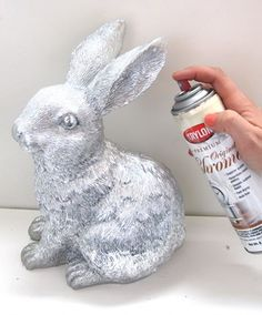 Dollar Store Craft - Spray painting plastic stuff with metallic paint- also with solid white paint. Makes dollar store junk look like Pottery Barn chic! Spray Paint Plastic, Painting Plastic, Spray Painting, Upcycled Crafts, Diy And Crafts, Easter Crafts, Holiday Crafts, Spring Crafts, Easter Ideas