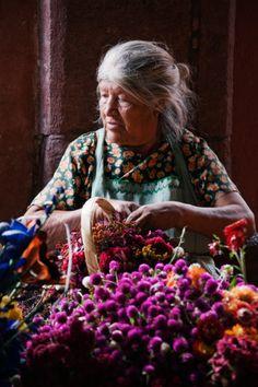 Vendedora de flores ~ in San Miguel Mexico