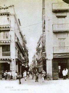 Una sevillana calle Sierpes en la primera década del pasado siglo. #SevillaAyer