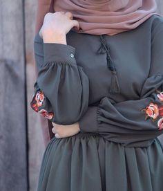 Modest Fashion Hijab, Modern Hijab Fashion, Muslim Women Fashion, Hijab Fashion Inspiration, Islamic Fashion, Modest Outfits, Stylish Dresses For Girls, Stylish Dress Designs, Mode Abaya