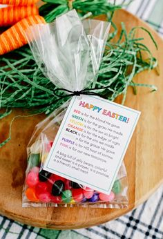 Simple but sweet Easter quotes treat- Jelly beans + jelly bean poem. Perfect for a friend, kids treat, church class and more! Hoppy Easter, Easter Gift, Easter Eggs, Easter Poems, Easter Quotes, Simple Gifts, Easy Gifts, Jesus Is Risen, Resurrection Day