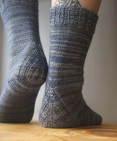 Ravelry: Vanilla is the New Black pattern by Anneh Fletcher. Top-down sock with a heel constructions that doesn't require you to pick up stitches. Crochet Socks, Knit Or Crochet, Knitting Socks, Hand Knitting, Knit Socks, Yarn Projects, Knitting Projects, Black Socks, Black Pattern