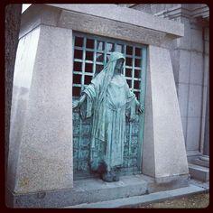 Cimetière du Père-Lachaise Headstone Inscriptions, Gardens Of Stone, Pere Lachaise Cemetery, Autumn Rain, Cemetery Art, Paris City, Graveyards, Gothic Art, Hush Hush