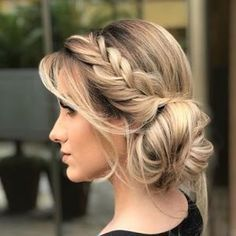Graduation party dress bridesmaid and mother of the bride. Party hairstyles makeup and tips for organizing tea and wedding. Messy Hairstyles, Pretty Hairstyles, Wedding Hairstyles, Updo Hairstyle, Bridesmaids Hairstyles, Graduation Hairstyles, Hairstyles Videos, Casual Hairstyles, Short Hairstyle
