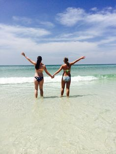 When your at the beach with your best friend this is a great picture to take it also makes a really cute background ☺️