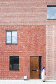 PTA Architects DEUTSCH Source by mynameiskasia - architecture Brick Design, Facade Design, Exterior Design, Brick Cladding, Brickwork, Brick Architecture, Interior Architecture, Zaha Hadid, Modern Entrance Door