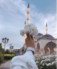 Mecca Islam, Portrait Fotografie Inspiration, Hijab Cartoon, Islamic Girl, Islamic Wallpaper, Girly Pictures, Girl Photography Poses, Muslim Girls, Beautiful Hijab