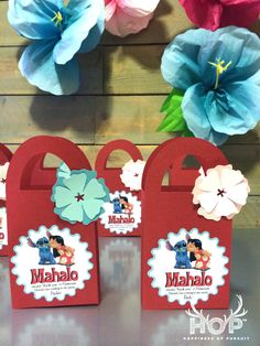 Disney Lilo and Stitch Hawaiian Luau party favors. How to make super cute kids birthday treat bags with the Cricut Explore and Adobe Illustrator | Happiness Of Pursuit