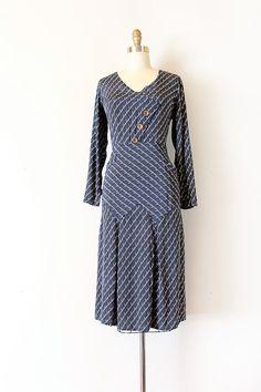 Vintage 1930s subtle Art Deco rayon day dress!   #vintage #vintagefashion #artdeco #1930s #30sfashion #trunkofdresses