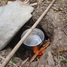 Dakota Fire Hole: Saves Wood, Burns HOT, Minimal Smoke & Efficient Cooking — Info You Should Know Survival Food, Camping Survival, Outdoor Survival, Survival Prepping, Emergency Preparedness, Survival Skills, Camping Hacks, Camping Ideas, Bushcraft Camping