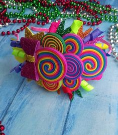 Manualidades Paso A Paso - Diy Crafts - Marecipe Candy Theme Birthday Party, Candy Party, Rainbow Headband, Rainbow Hair, Handmade Hair Bows, Diy Hair Bows, Crafts For Kids, Diy Crafts, Glitter Hair