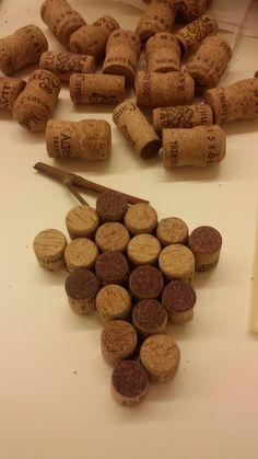 sotto-pentola: grappolo d'uva fatto con i tappi di sughero