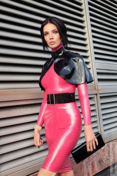 Former crossdresser posting awesome latex and rubber pictures