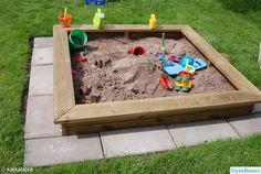Planen var att bygga en sandlåda åt dottern. Efter lite meck och vinklar som inte stämde ordnade det till sig.